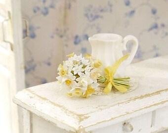 Narcissus - bouquet and pitcher, scale 1/12, dollhouse decor, dollhouse flowers, dollhouse miniatures