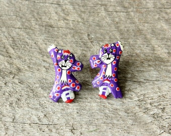 vintage purple cat earrings . post earrings . wacky polka dot cat earrings . hang in there! 1980s purple and red cat jewelry . hand painted