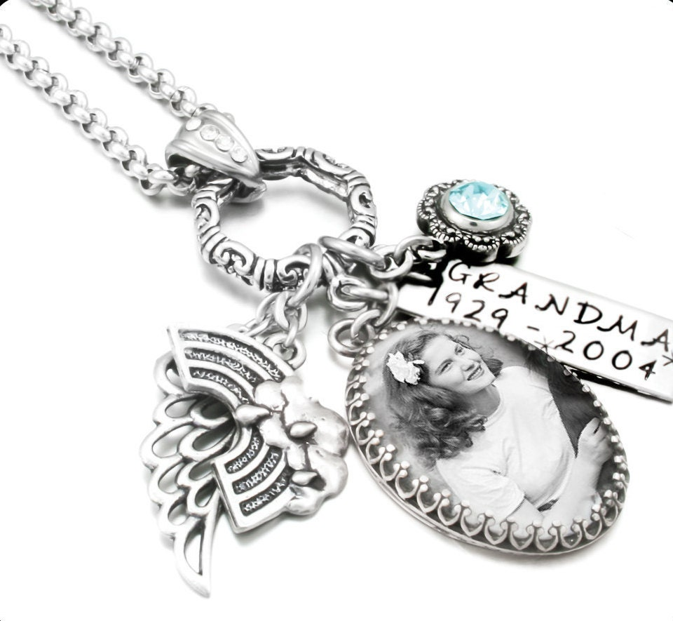 The memorial jewelry collection offers a selection of personalized memorial ornaments, memorial photo necklaces and memorial bracelets. Add an image of your loved one and have it placed on a charm that you can wear close to your heart.