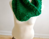 Hand-knit chunky cowl - Kelly Green
