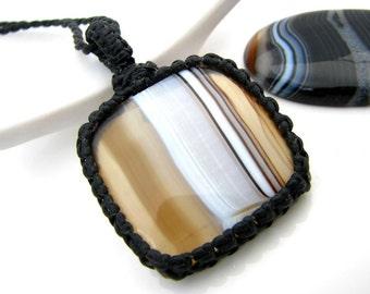 Sardonyx  Necklace / Sardonyx jewelry  / Black and white  / Macrame / Healing Stones and crystals / Stone jewelry / wrapped pendant