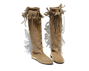 Vintage Alexandria Beige Suede Leather Moccasin Boots / size 6.5