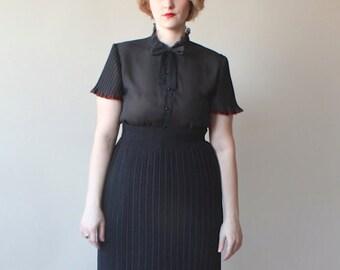 plus size skirt / black accordion pleat skirt / 1980s / xl
