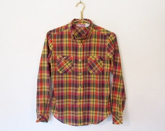 Women's Vintage Plaid Shirt / Long Sleeved Button-down Top w/ Buttoned Collar