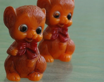 Vintage blaze safety orange plastic mice shabby chic tacky salt and pepper shakers big eyes kitsch grandma's kitchen pin up prop gag gift