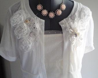 wedding shrug, bridal shrug, white lace shrug, applique shrug, shrug white flowers, wedding jacket, wedding bolero