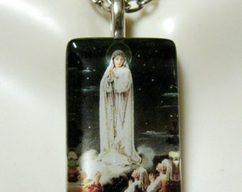 Our Lady of Fatima pendant with chain - GP09-048