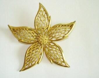 Star Flower Brooch Gold Tone