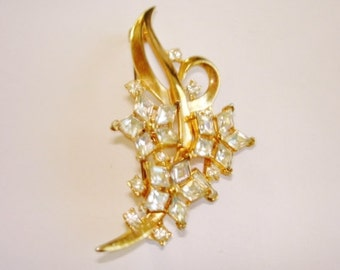 Clear Rhinestone Flower Brooch Gold  Tone  .