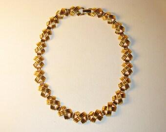 Vintage Napier Gold Tone Criss Cross Necklace (N-1-4)