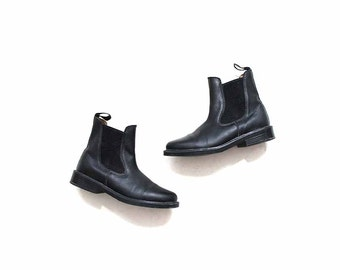 FLASH SALE Vintage Chelsea Boots 6 / Black Leather Boots / Leather Ankle Boots