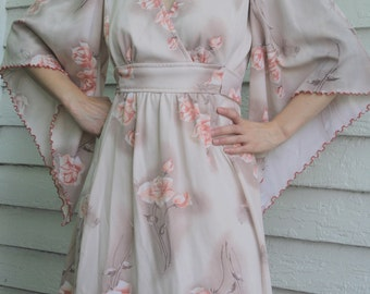 Hippie Angel Sleeve Dress Floral Print 70s Vintage 1970s M