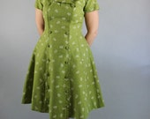 Vintage 50s 60s Bright Green Print Short Sleeved Fall Day Dress