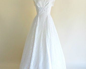 Vintage 1950s Wedding Gown...Beautiful Long White Lace Wedding Dress