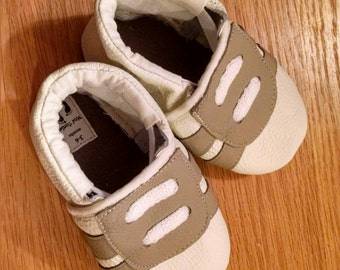Gender neutral baby tennis shoes size 3-6 months mud turtles new baby gift