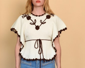 1970s Embroidered anglel sleeve blouse