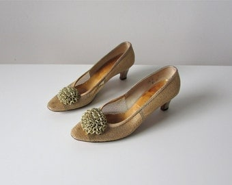 SALE vintage 1960s gold party shoes