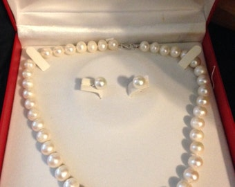 white CLR-CULT Pearl Necklace with matching earrings