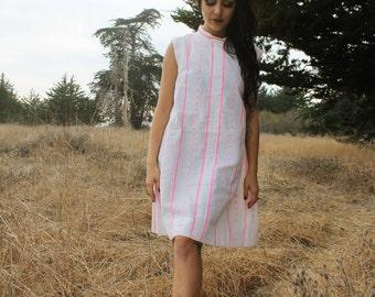 CHLOE Vintage 1960's Shift Dress Party Dress Novelty Hot Pink Daisy Print and White Mini Size Large