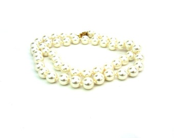 Pearl Necklace. Single Strand. 8 mm Creamy White Faux Glass Pearls, Hand Knotted, 19 inches. Vintage Wedding