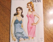 1970s Ladies' Fitted Full Slip - DIY VINTAGE Burlesque Underwear - Sizes S to XL - Retro Sewing Pattern Kwik Sew 212