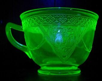 Federal Glass Georgian Lovebirds Green Vaseline or Uranium Glass Cup