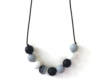Nursing Necklace - Babywearing Necklace - Boules - Black and White Monochrome - High Contrast Breastfeeding Necklace