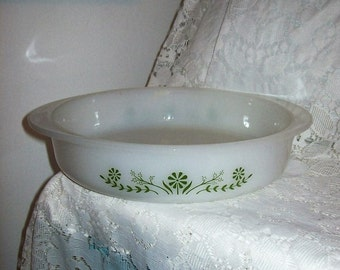 "Vintage 8"" Round Milk Glass Pie or Cake Pan Casserole Dish Green Daisy by Glasbake Only 6 USD"