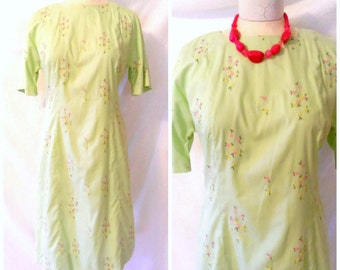 Vintage '50s Dress Mint Green Housewife Day Dress Embroidered Floral Print Wiggle Dress Size L / Large 9 10