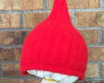 6-12+ Month Gnome Hat in Red (R-0.09)