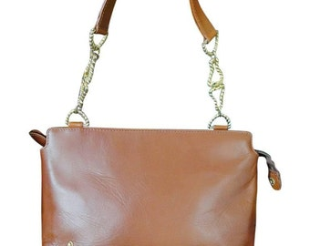 Vintage Roberta di Camerino tanned brown leather shoulder purse with a gold tone logo charm and decorative strap.