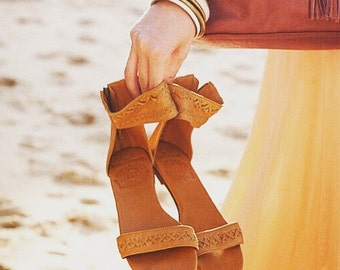 BUDDHA. Leather sandals / women shoes / leather shoes / barefoot tan leather sandals. Sizes 35-43. Available in different leather colors