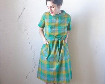 60s green plaid dress/ matching belt/ betty hartford/ vintage short sleeve dress midi dress// med.lg