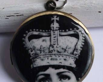 Brass photo locket necklace - vintage style