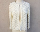 Vintage Ivory Knit Sweater, Ivory Scalloped Cardigan, Button Up Off White Sweater, Off White Knit Cardigan, Conservative, Preppy