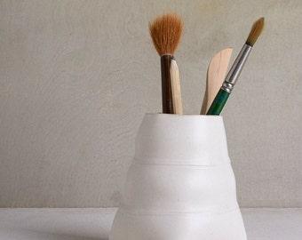 Ceramic Pencil Holder, White Office Organizer,Brushes Holder, Ceramic Pen Holder , Modern Desk Organizer, Desk Pen Holder, White Pencil Cup