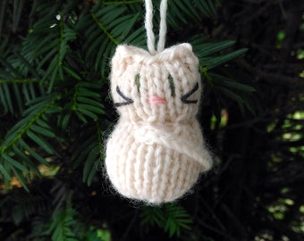 Small Stuffed Cream Kitten Ornament, Handmade Knit, Hanging Decoration, Christmas Tree Trim, Rustic Decor, All Year Decoration