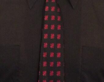 Vintage MENS Marshall Field's black & red foulard printed silk skinny tie