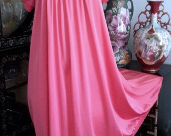 Vintage Henson Kickernick Baby Doll Nightgwon in Luscious Bubble Gum Pink, Bust to 48, Size Small, Fits Up to Large