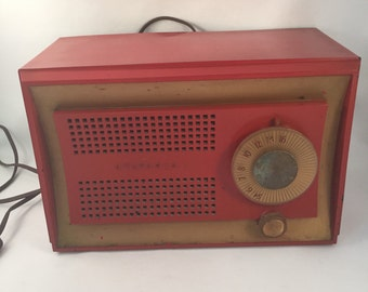 Sylvania 1953 Tube Radio Electric In Working Condition, Red with Gold Boarder, Model 513RE, Made in USA