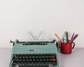 Vintage, Olivetti - Lettera 32 - QWERTY typewriter
