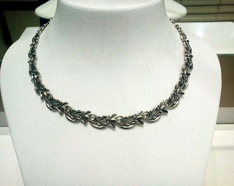 Olive branch necklace in silver
