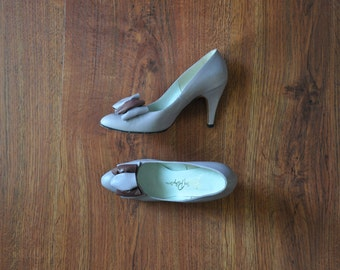 80s lilac leather pumps / 1980s bow stiletto heels / lavender high heel shoes 6