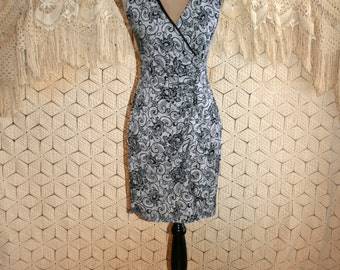 90s Fitted Dress V Neck Sleeveless Stretch Knit Paisley Floral Black White Petite Size 4 Dress XS Small Vintage Clothing Womens Clothing