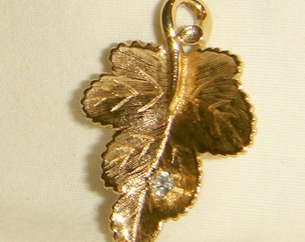 Golden Ivy Leaf Pendant with Rhinestone Jewel inv1591