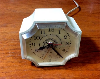 General Electric GE Alarm Clock Vintage Table Night Stand Clock