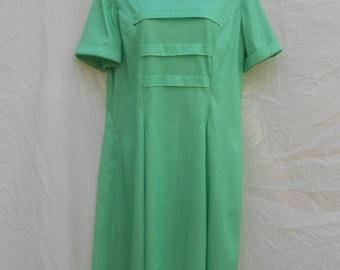 Vintage 1970s Grass Green A line Micro Dot Print Dress Short Sleeves // size XL // 70s Hippie Mod Novelty Dress