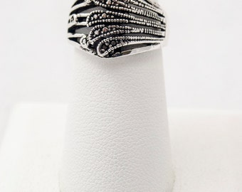 Sterling Silver Ring in a Side-Swept Fan Design