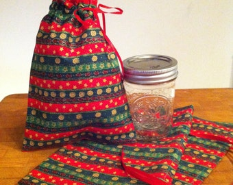 Set of 3 Christmas gift bags. Holiday gift bag. Cloth bag. Reusable gift bag.
