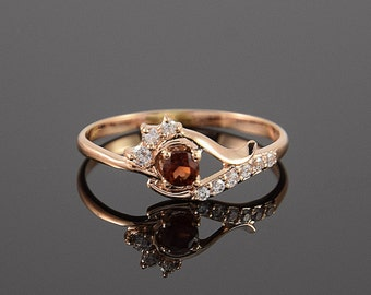 Garnet ring, Gold garnet ring, Promise ring, Flower ring, Woman promise ring, Birthstone ring, Gemstone ring, Red stone ring